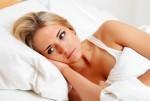 Bezsenność, kobieta w łóżku